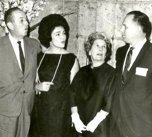 Walt Disney y su esposa con don Jorge Agnesi y señora.