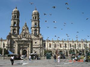 800px-Basilica_de_Zapopan_atrio